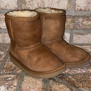 Toddler size 10 Uggs
